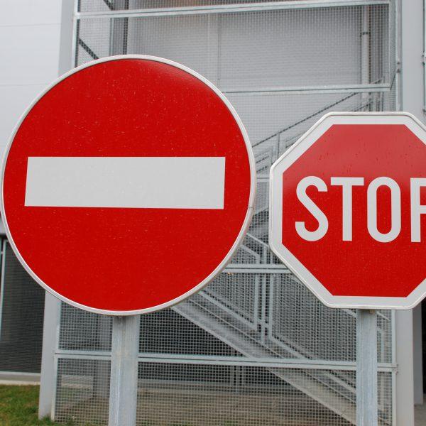 Verkehrszeichen & Leitsysteme