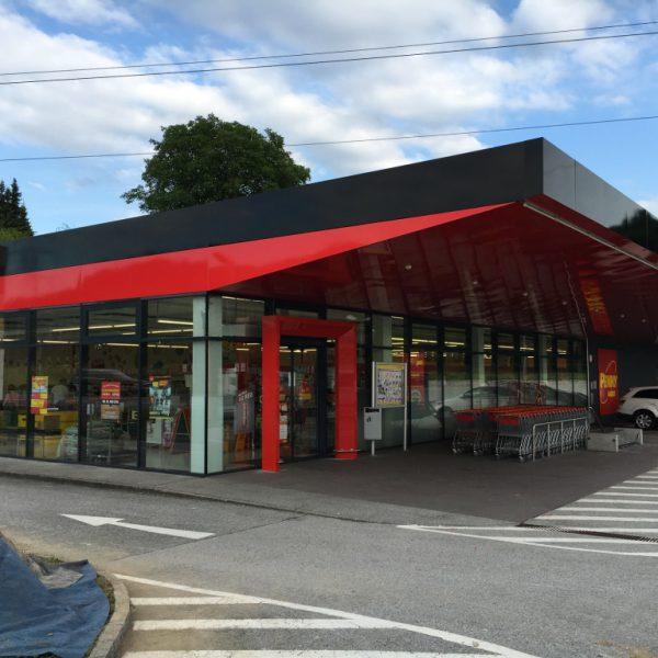 Großflächenbeschielderung & Transparente: Dachbeklebung