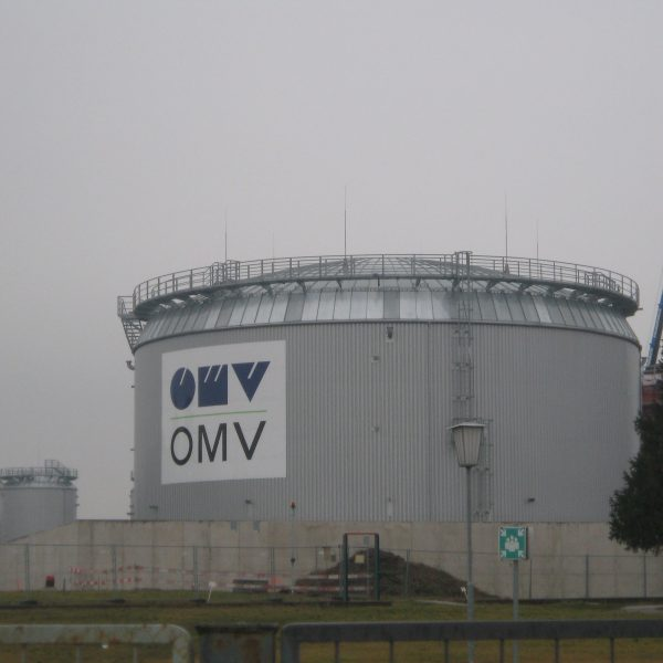 Großflächenbeschielderung & Transparente: OMV